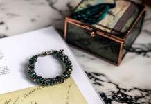 biżuteria z symbolem nieskończoności